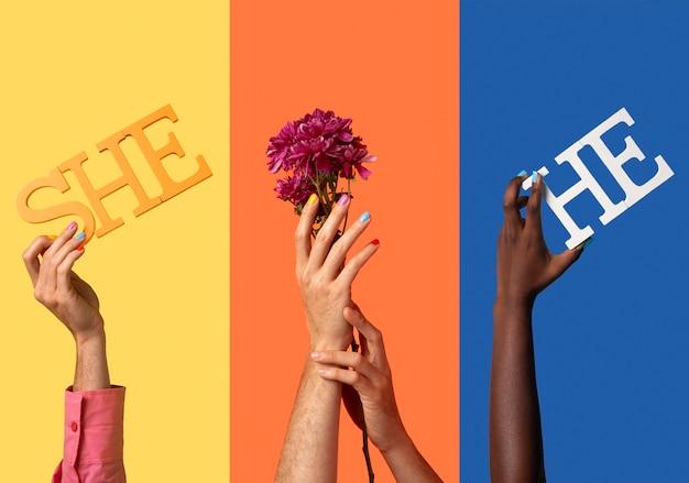 ジェンダーの流動的な人々は虹色を手渡します