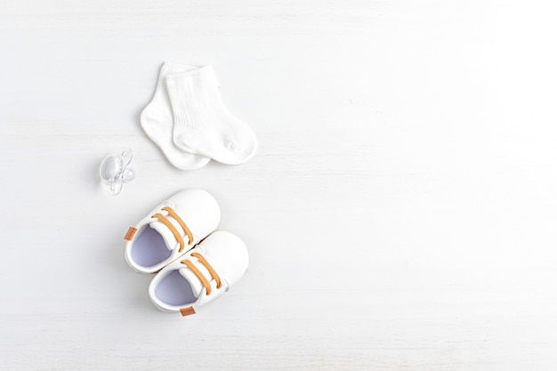Gender neutral baby shoes and accessories. organic newborn fashion, branding, small business idea. baby shower, baptism invitation, greeting card. flat lay, top view