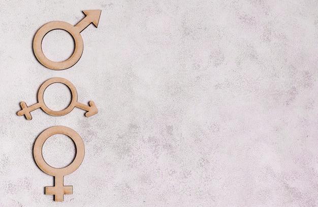 Гендерные знаки на мраморном фоне с копией пространства