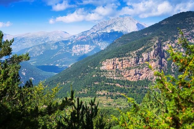 Vista generak del paesaggio di montagne