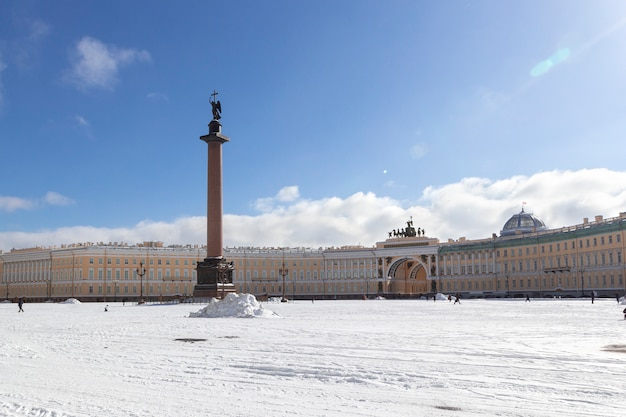 General staff building and alexandrian column with an angel on palace square at frosty snow winter day in st. petersburg, russia