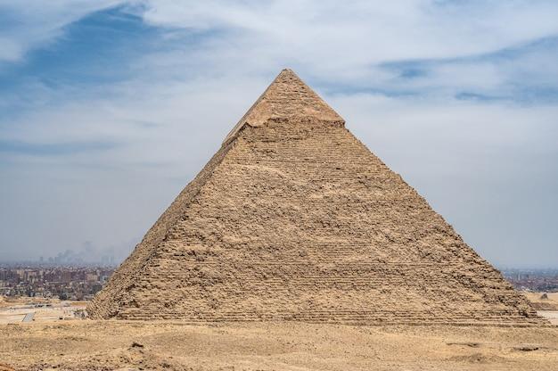 기자 플라톤(giza plato)에서 피라미드의 일반 보기. khafre의 피라미드 두 번째로 큰 고대 이집트 피라미드. 기자 고원의 cheops khufu와 mikerin menkaura의 피라미드로 great sphinx 옆에 위치합니다.
