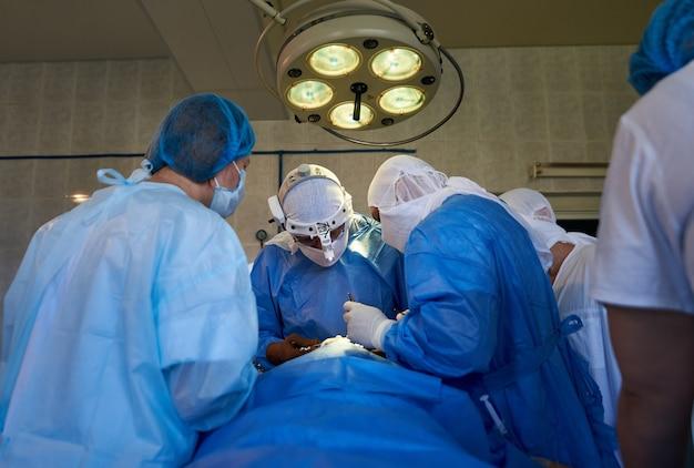 Общий вид хирургической операции Premium Фотографии