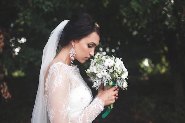 穏やかな花嫁の香りの花束