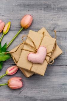 Нежные розовые тюльпаны, фетровое сердце ручной работы