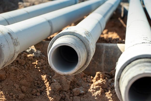 地質学。掘削リグ。深い井戸の掘削。掘削装置およびツール。鉱物探査。土壌を凍結するための井戸の装置。