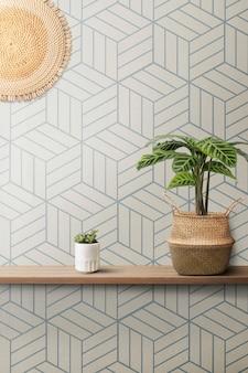 木製の棚と幾何学的な青い壁