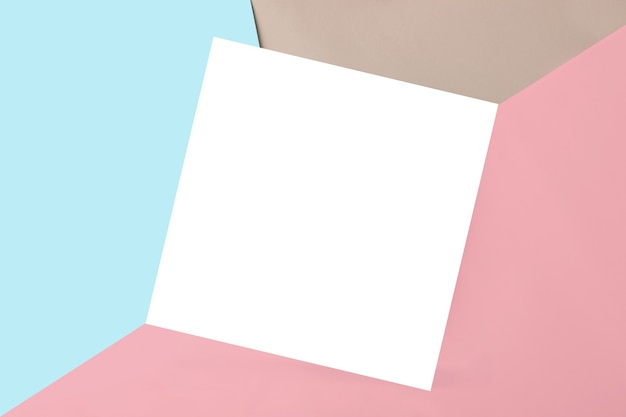 テキストやデザインのための孤立した正方形の場所と幾何学的な色とりどりの背景