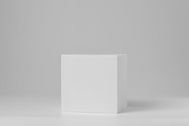 Подиум в форме геометрии для макета презентации в сером цвете и стиле минимализма с копией пространства, абстрактный дизайн фона. пустая полка продукта стоя фон.