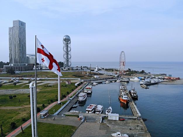 Грузия морской город центр города батуми вид сверху на пейзаж и горизонт