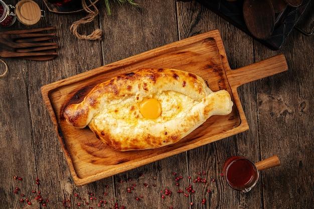 Грузинский аджарский хачапури с сыром