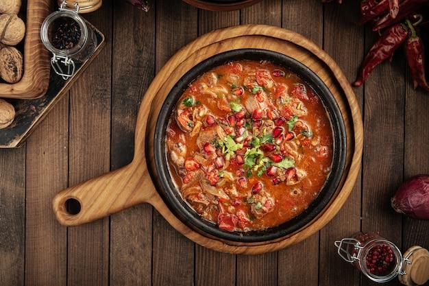 Куриная печень по-грузински в томатном соусе