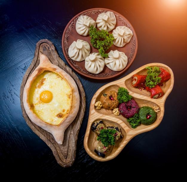 Набор блюд грузинской кухни. грузинский ресторан. ,