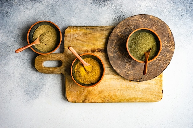 コピースペースと素朴な背景にスパイスとグルジア料理のコンセプト