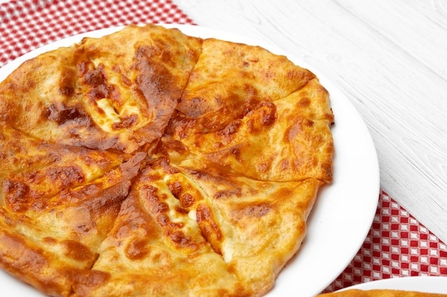 Грузинский пирог с начинкой из баранины крупным планом - фото