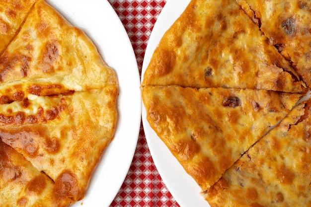 Грузинский пирог с начинкой из баранины крупным планом