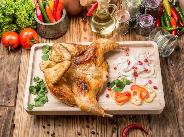 グルジアのローストチキンと野菜のグリル