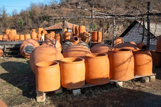グルジアの伝統的なセラミック水差し