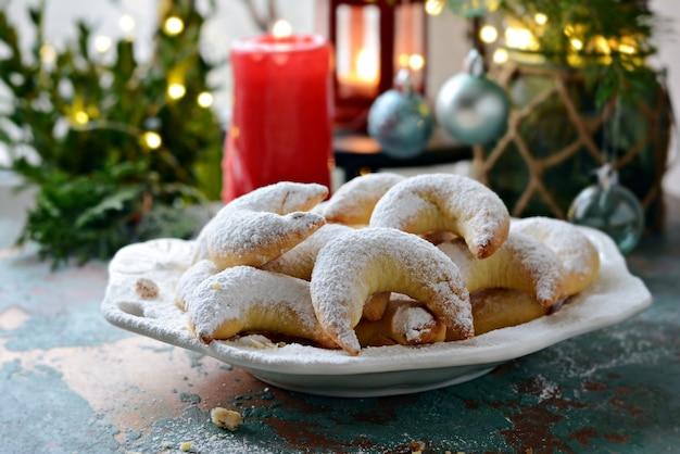 Немецкое и австрийское традиционное печенье в виде полумесяца с ореховой начинкой.