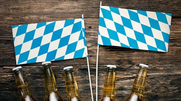 木の板にドイツのビール瓶