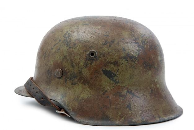 Немецкий военный шлем времен второй мировой войны (stahlhelm m1942).