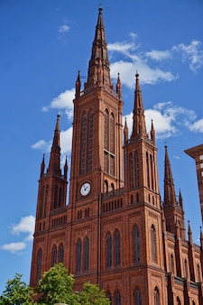 Germany, hesse, wiesbaden, view of the cathedral (marktkirche) against a blue sky.