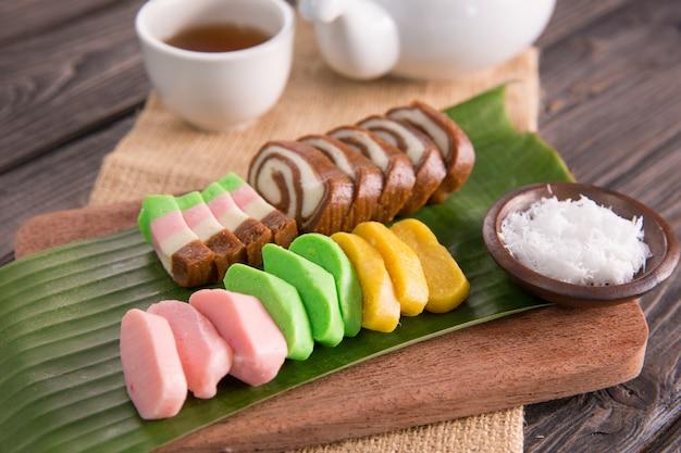 Getuk. яванский блюдо из маниоки