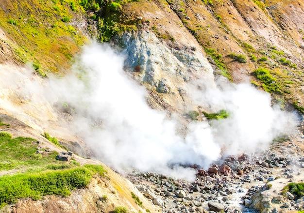 러시아 캄차카 무트노프스키 화산의 간헐천