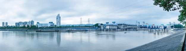 Gezhoubaダム、川のロック