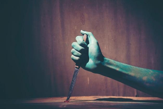 Хэллоуин ghost hand, художественная фотография для концепции хэллоуина