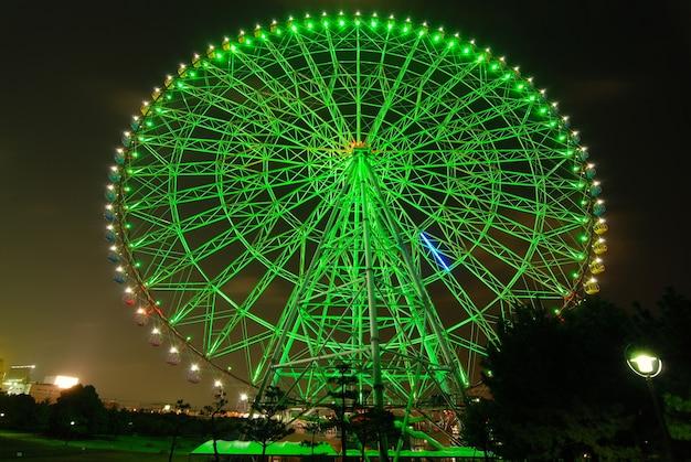 밤에 거대한 관람차, 도쿄 일본