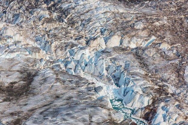 높은 산의 거대한 빙하