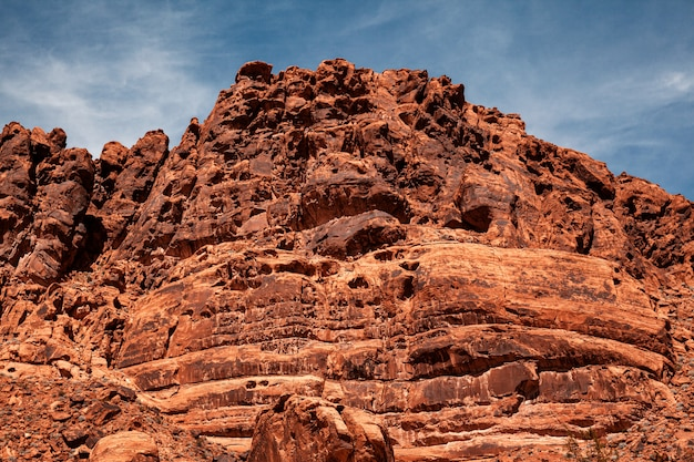 米国ネバダ州のバレーオブファイヤー州立公園の巨大な岩山