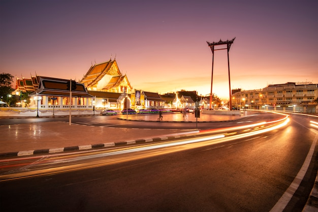 황혼, 교통의 긴 노출 이미지에서 방콕에서 거 대 한 스윙.