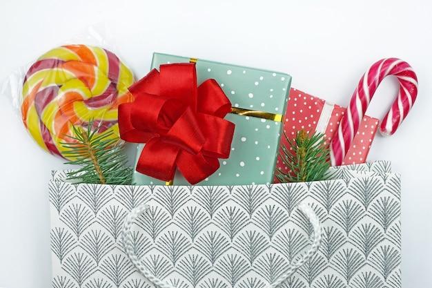 クリスマスをテーマにした上面図のギフトバッグ。