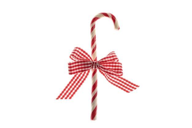 白い背景で隔離のキャンディケインとギフトの弓