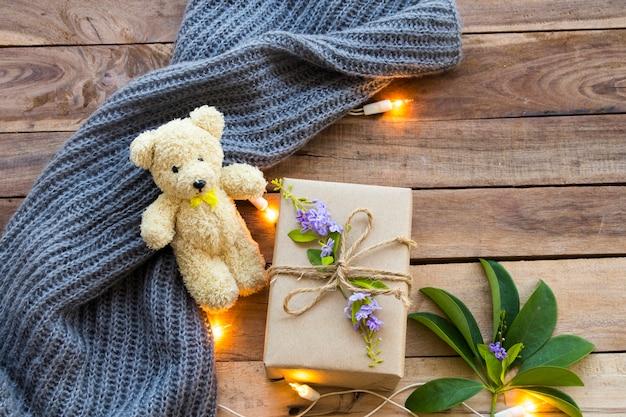 Подарочная коробка на особенный день с плюшевым мишкой