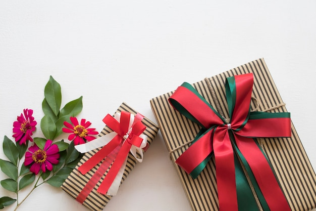 クリスマスと新年あけましておめでとうございますの特別な日のギフトボックス