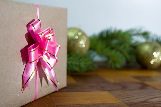 Подарочная коробка с шарами новогодний подарок