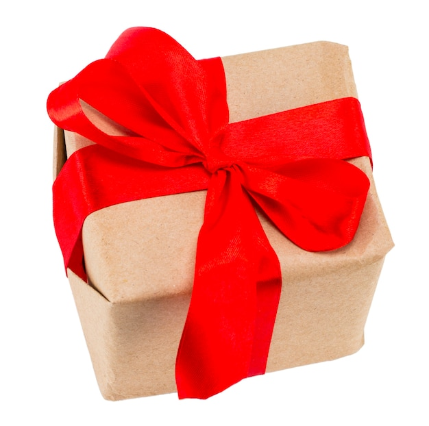 흰색 배경에 격리된 빨간색 리본이 있는 선물 상자에는 클리핑 경로가 포함되어 있으며 위에서 볼 수 있습니다.