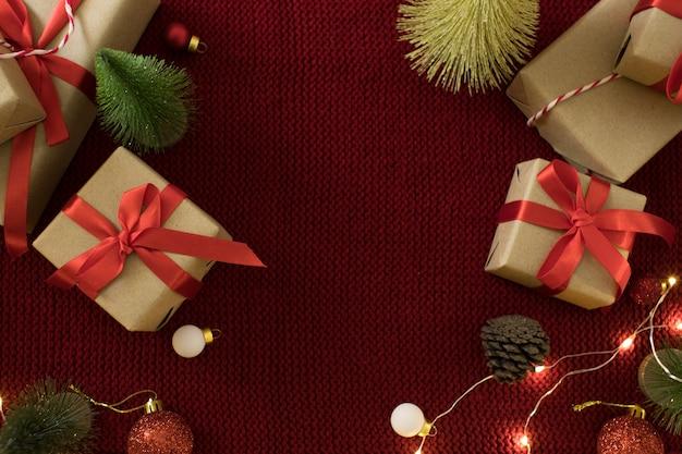 ギフトボックスとクリスマスデコレーション