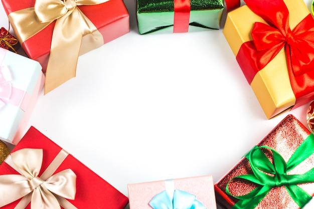 흰색 배경에 선물 상자