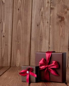 木製テーブルのギフトボックス