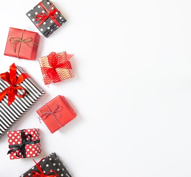 Подарочные коробки в упаковке на рождество