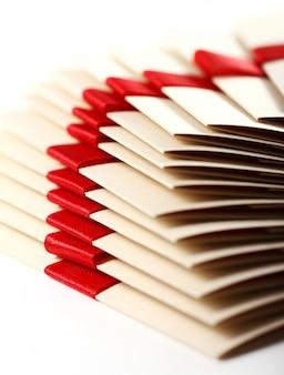 赤の弓とギフト封筒