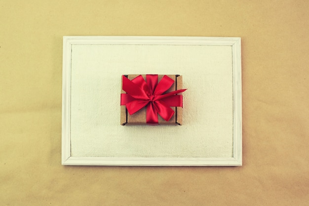 Gift in kraft box red bow congratulations top view copy space