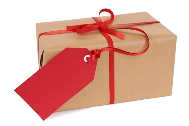 Confezione regalo con tag regalo rosso