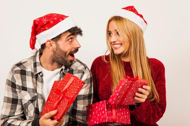 부부와 함께 선물 개념