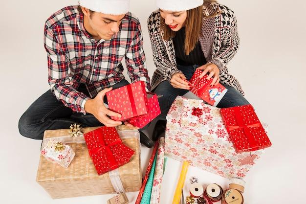 현대 부부와 함께 선물 개념