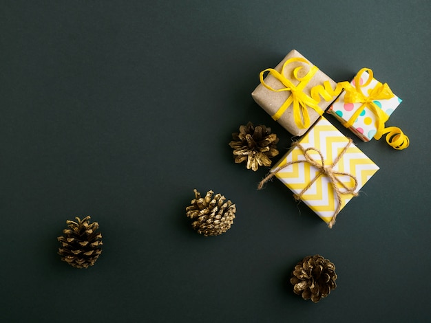 Gifts are packaged in kraft paper and decorated in yellow style.